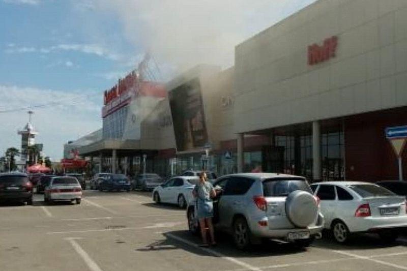 В Краснодаре эвакуировали «Красную Площадь» из-за загоревшейся фритюрницы