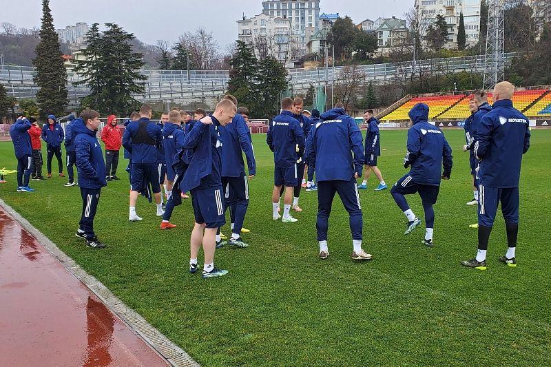 Пять футболистов присоединились к сборной России в Сочи