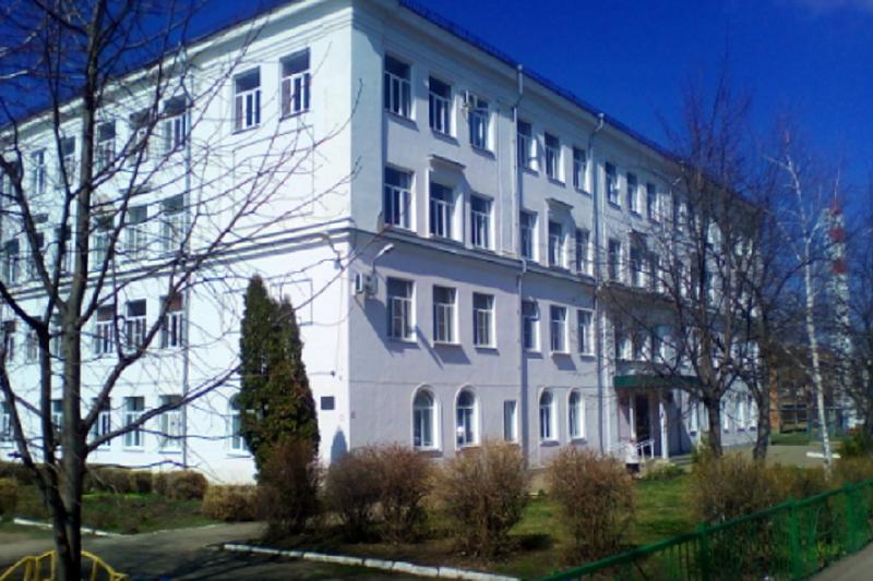 В армавирской школе, закрытой из-за обвалившегося на детей потолка, возобновили занятия