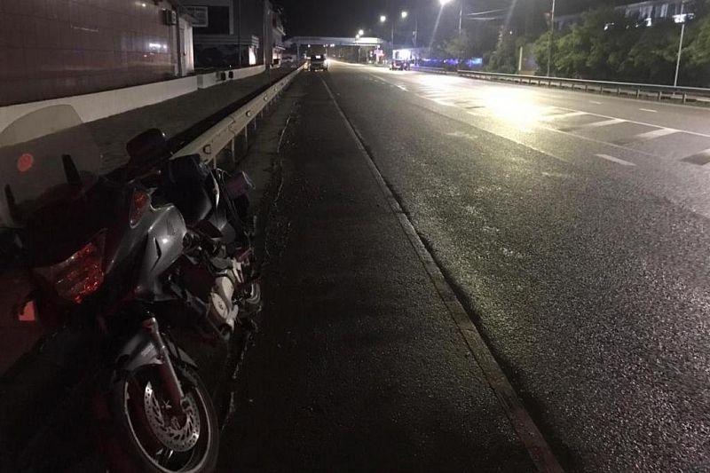 Мотоциклист сбил мужчину в Туапсинском районе. Оба пострадали