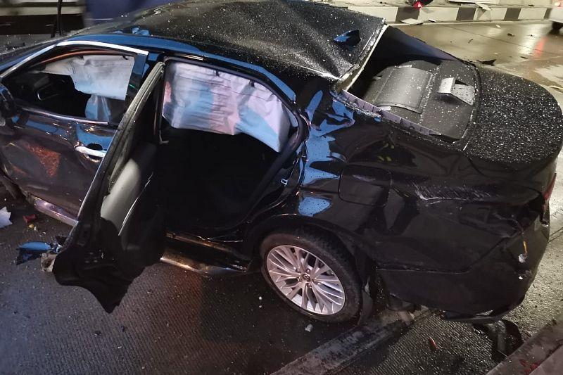 Водитель Toyota пострадал в ДТП в тоннеле