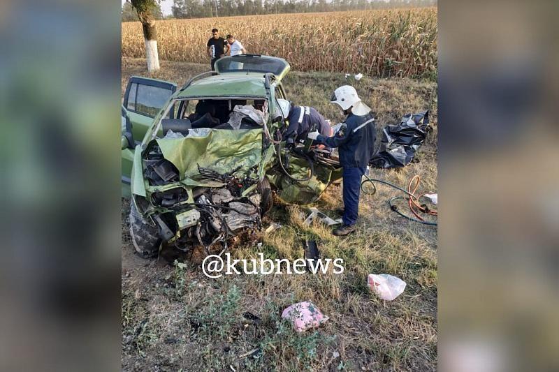 В Краснодарском крае в жестком ДТП погибли 4 человека, пострадал 6-летний ребенок