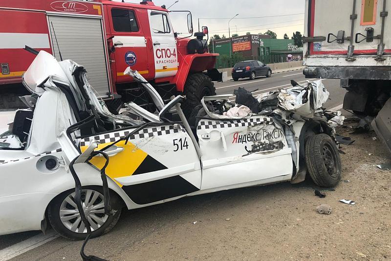 В Краснодаре водитель Яндекс.Такси погиб в жестком ДТП, уснув за рулем