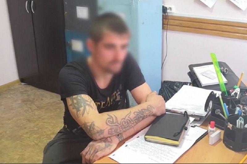 Молодой человек расплатился с продавцом на рынке билетом «банка приколов» и ограбил его