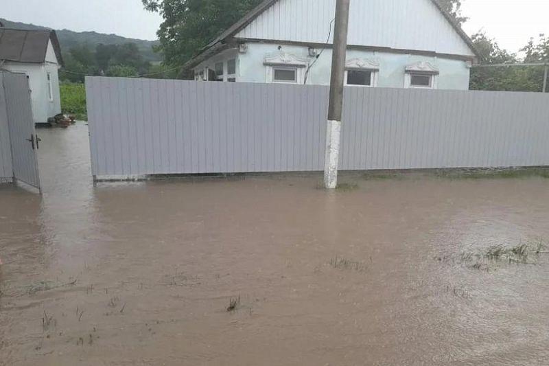 Вода сошла с подтопленных из-за ливня дворов в Лабинском районе