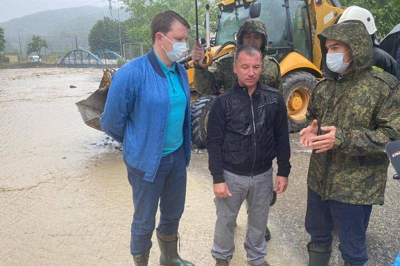 Губернатор Вениамин Кондратьев поручил организовать подвоз питьевой воды и продуктов в подтопленные села Сочи
