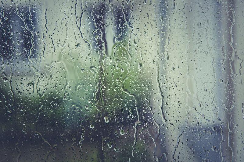 Штормовое предупреждение: ливни с градом и шквалистым ветром ожидаются в Краснодарском крае
