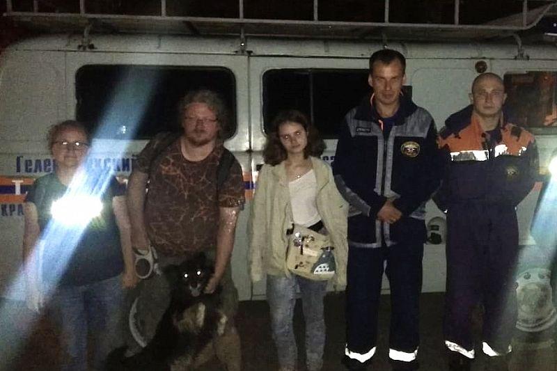 Спасатели эвакуировали семью с горы Тхаб в Геленджике