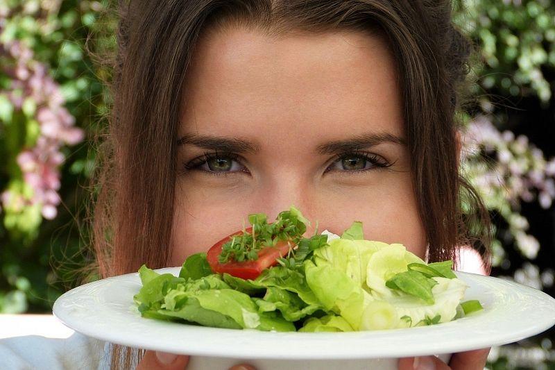 Зелень и овощи относятся к продуктам которые помогают продлить молодость