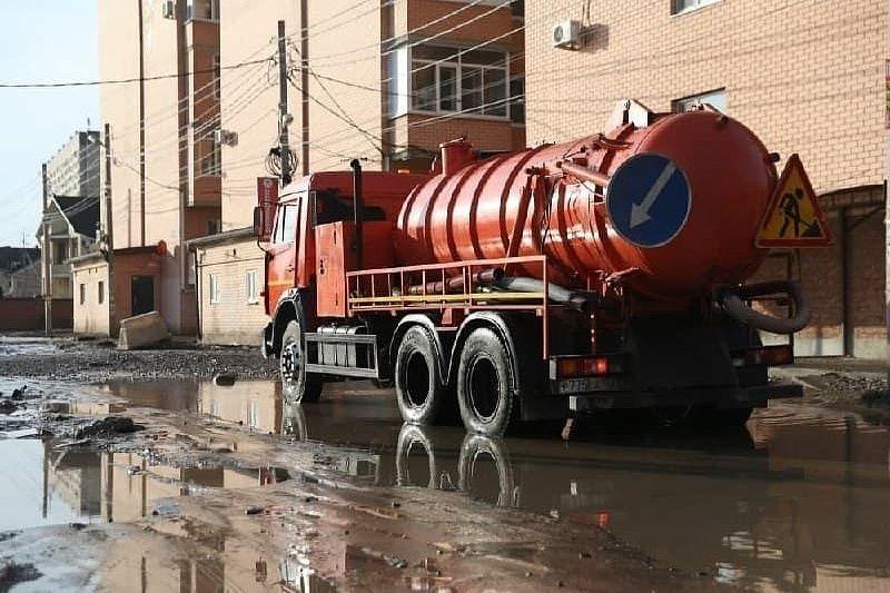Из-за сильного дождя в Краснодаре затопило 12 улиц