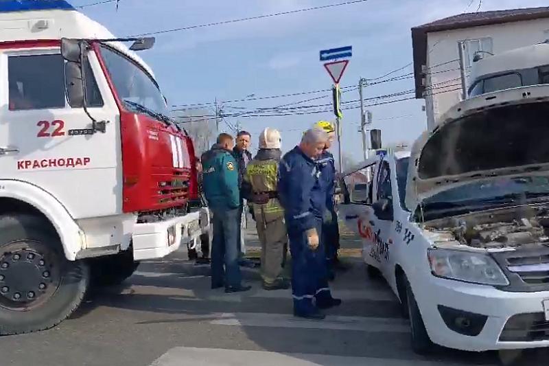Водитель и пассажир такси пострадали в утреннем ДТП в Краснодаре
