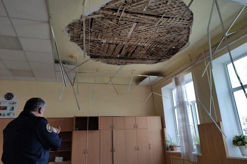 Школу, в которой из-за обвалившегося потолка пострадали дети, отремонтировали в 2018 году