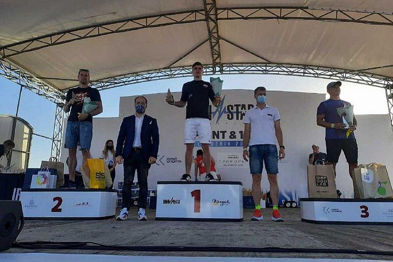 В соревнованиях по триатлону в Геленджике участвуют около шести тысяч человек